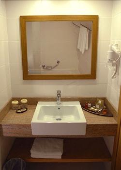 아카 알린다 호텔(Akka Alinda Hotel) Hotel Image 13 - Bathroom Sink