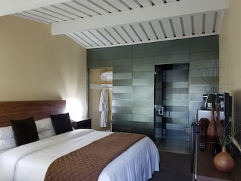 Signature Room, 1 King Bed, Non Smoking