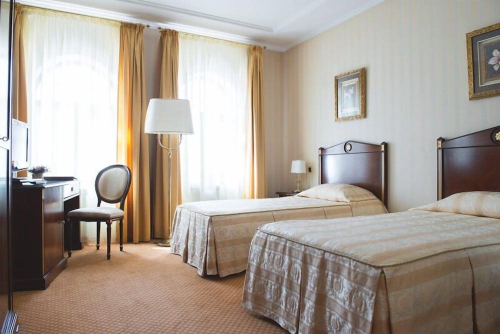 Отель «Подол Плаза»