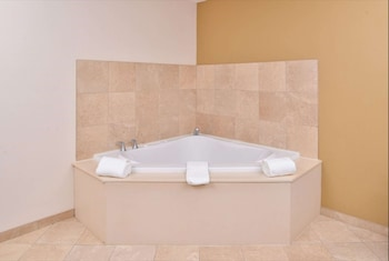 Deluxe Room, 1 King Bed (Shower Only, Jetted Tub in Bedroom)