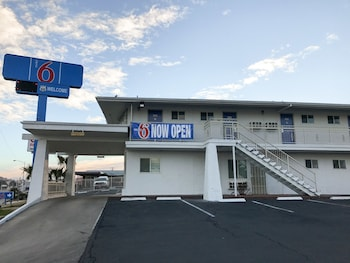 Motel 6 Barstow, CA - Route 66