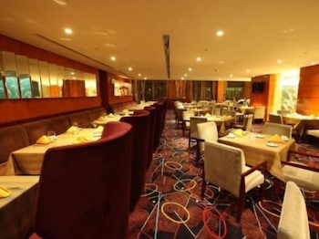 ハワード ジョンソン プラザ 臨港上海 (上海臨港豪生国際酒店)