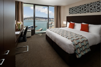 Deluxe Room, 1 King Bed, Harbor View
