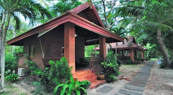 Bungalow Deluxe Seaview, Free Round-trip Boat Transfer