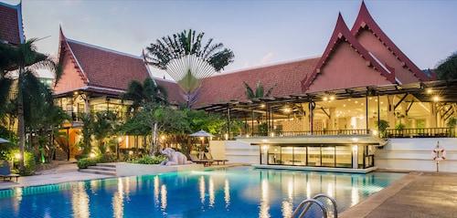 . Deevana Patong Resort & Spa