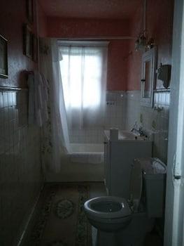 Room, Private Bathroom (Robin's Room)