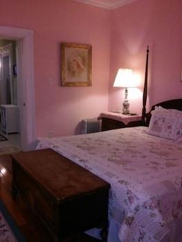 Room, Private Bathroom (Grandma Sallie Mae)