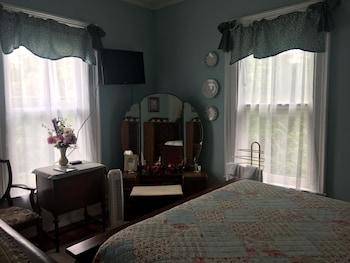 Room, Private Bathroom (Grandma Beatrice)