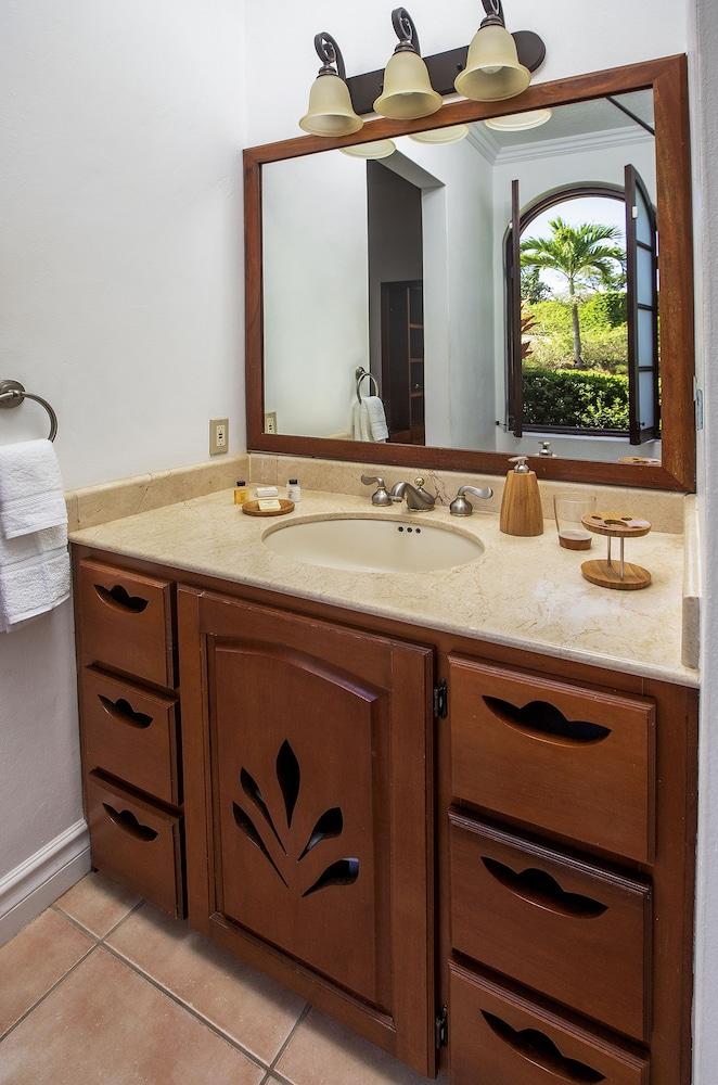 빌라스 앳 스톤헤븐(The Villas At Stonehaven) Hotel Image 14 - Bathroom