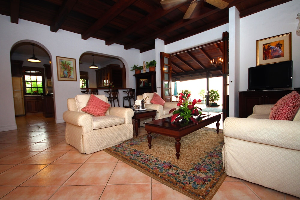 빌라스 앳 스톤헤븐(The Villas At Stonehaven) Hotel Image 11 - Living Room