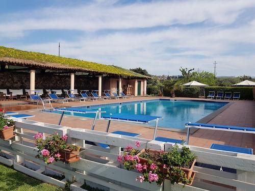 . Hotel Etna