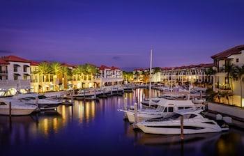 那不勒斯灣碼頭渡假村 Naples Bay Resort & Marina