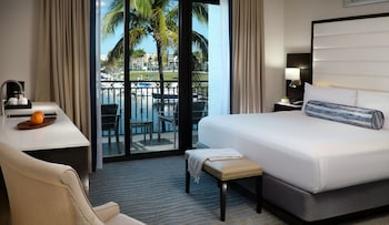 Superior Room, 1 King Bed, Waterway View
