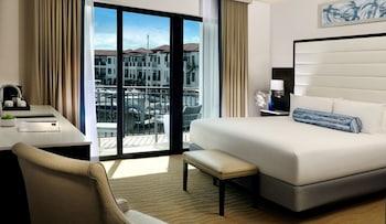 Superior Room, 1 King Bed, Marina View