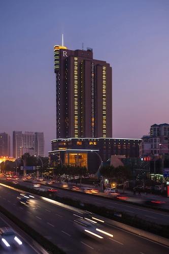 Renaissance Wuhan, Wuhan