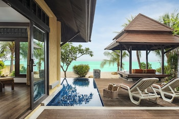 Beachfront Pool Villa Suite (adult Only)