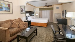 Holiday Inn Express and Suites Bakersfield Central, an IHG Hotel