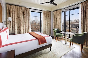 Deluxe Room, 1 King Bed, Bathtub, City View
