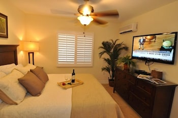 Junior Suite, 1 Queen Bed with Sofa bed (Unit 109)