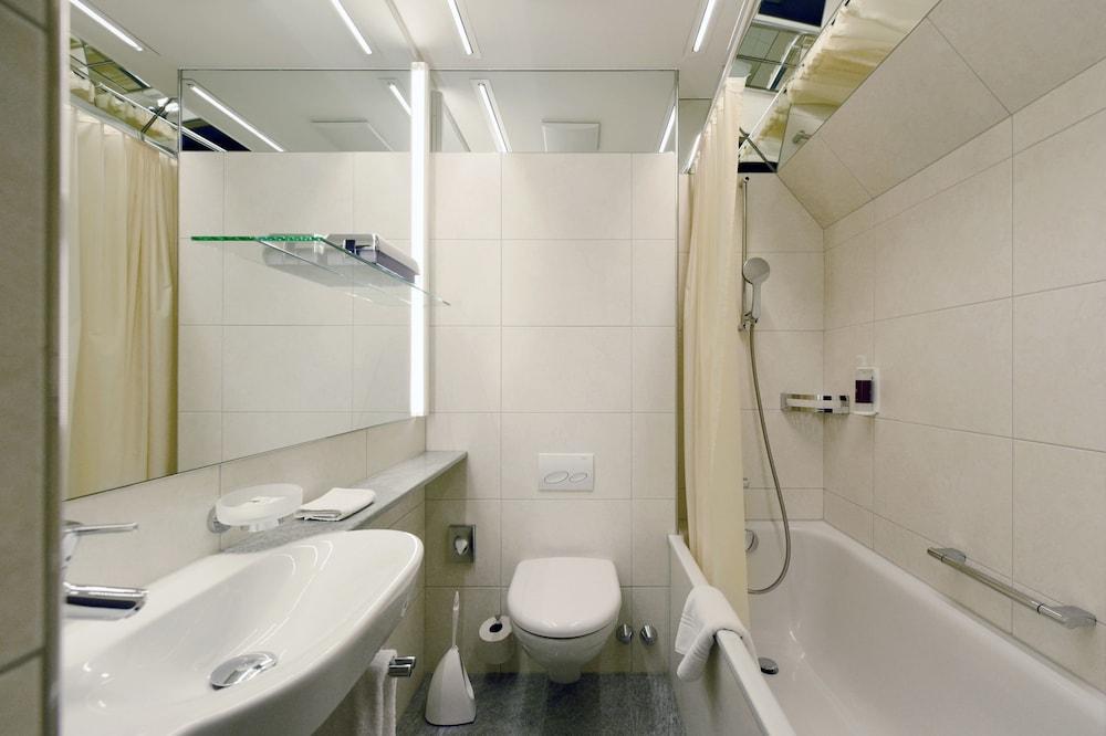 호텔 시티 취리히(Hotel City Zürich) Hotel Image 30 - Bathroom
