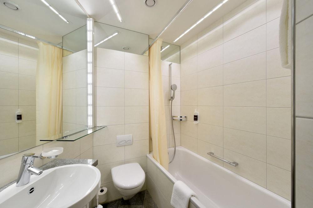 호텔 시티 취리히(Hotel City Zürich) Hotel Image 31 - Bathroom