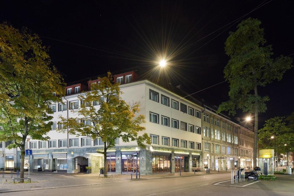 호텔 시티 취리히(Hotel City Zürich) Hotel Image 49 - Hotel Front - Evening/Night
