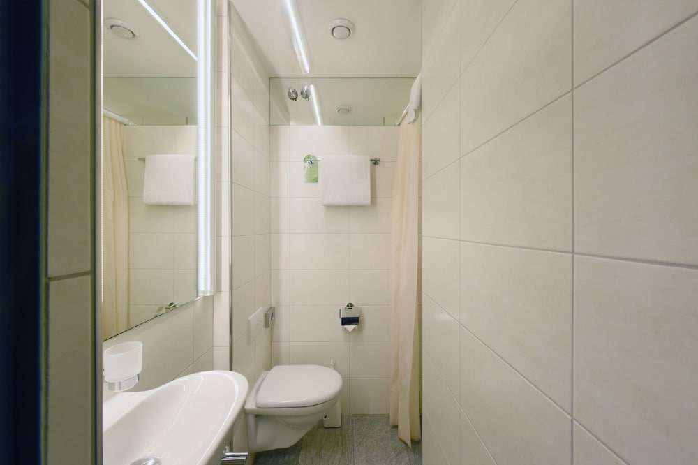 호텔 시티 취리히(Hotel City Zürich) Hotel Image 34 - Bathroom