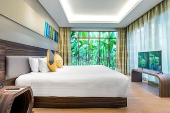 Suite, 1 King Bed (Paradise King)