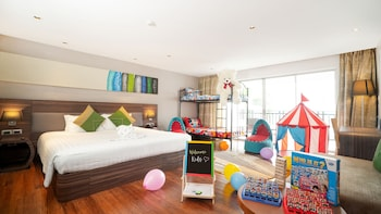 Family Suite, 1 King Bed (Junior, Fun)