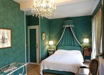 Traditional Tek Büyük Yataklı Oda
