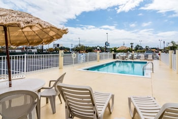 Panama City Beach Vacations - Comfort Inn & Suites - Property Image 1