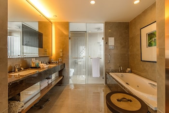Dongguan Hillview Golf Club - Bathroom  - #0