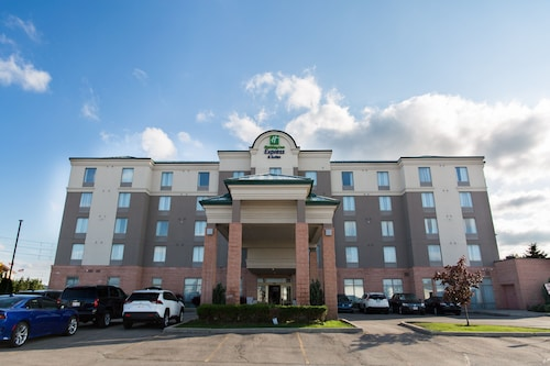 . Holiday Inn Express & Suites Brampton