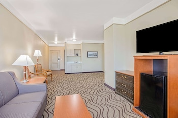 Suite, 1 King Bed, Accessible, Non Smoking (Mobility,Hearing,Tub w/Grab Bars)