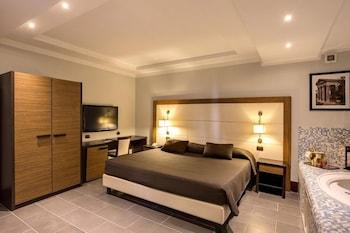Hotel - The Strand Hotel