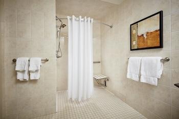 Standard Room, 1 King Bed, Accessible, Kitchenette