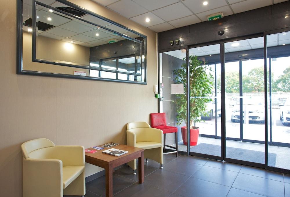 아카 로지  리옹 에(Aka Lodge Lyon Est) Hotel Image 1 - Lobby Sitting Area