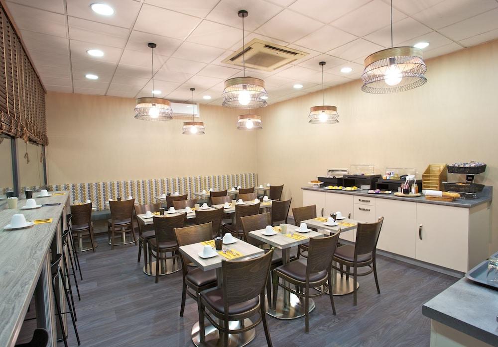 아카 로지  리옹 에(Aka Lodge Lyon Est) Hotel Image 20 - Breakfast Area