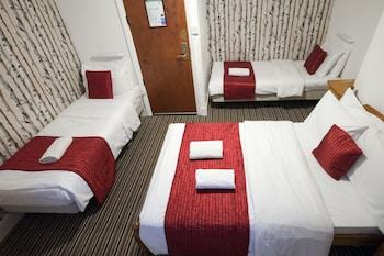 Basic Quadruple Room, Multiple Beds, Shared Bathroom