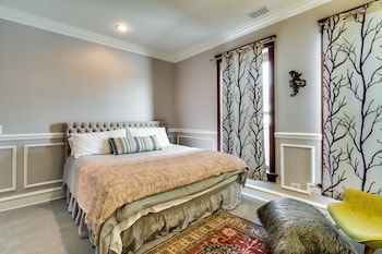 Deluxe Room, 1 King Bed 4B