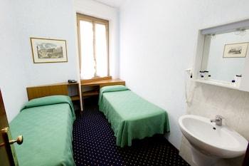 Double or Twin Room (External Bathroom)