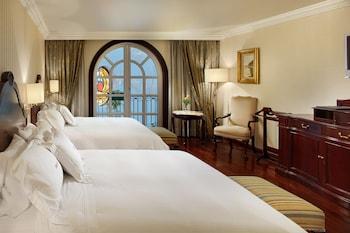 Deluxe Suite, 2 Queen Beds, Courtyard View