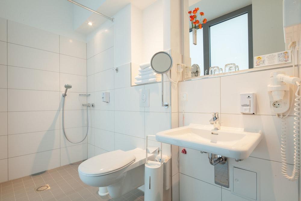 호텔 카스타니엔호프 베를린(Hotel Kastanienhof Berlin) Hotel Image 36 - 욕실