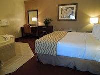 Suite, 1 King Bed, Jetted Tub (Non-Smoking)