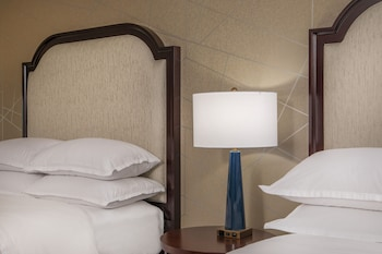 Guestroom at Sheraton Baltimore Washington Airport Hotel - BWI in Linthicum Heights