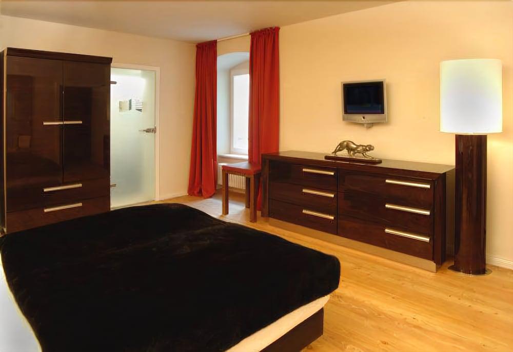 ホテル アデーレ
