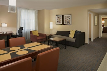 2 Bedroom Suite, 1 King Bed and 1 Queen Bed with Sofabed