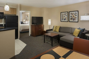 1 Bedroom Suite, 1 Queen Bed with Sofabed