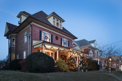 . Harvest Moon Bed and Breakfast
