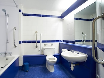 Travelodge London Central City Road Hotel - Bathroom  - #0